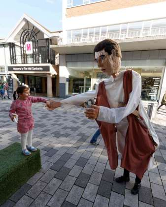 Giant Puppets - Andrew Kemp - 12