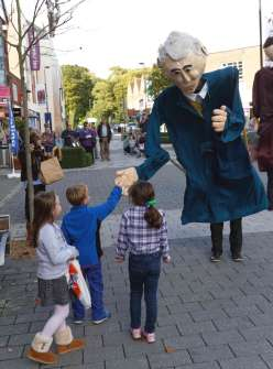 Giant Puppets - Andrew Kemp - 1