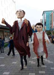 Giant Puppets - Andrew Kemp - 8