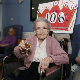 Queenie Bench at 106 11