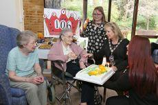 Queenie Bench at 106 17