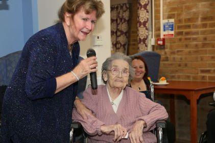 Queenie Bench at 106 27