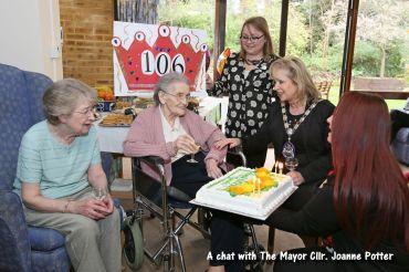 Queenie Bench at 106 30