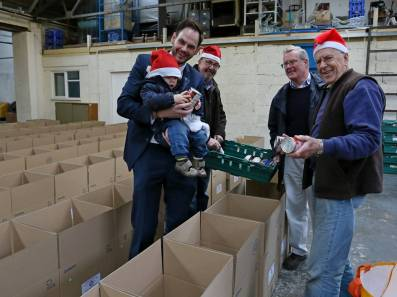 Rotary food parcels - Alan Meeks 5