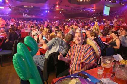 Lakeside BDO Darts 2 Jan 2016 - Alan Meeks 39