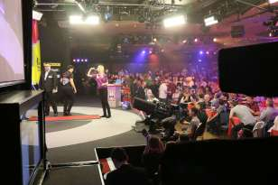 Lakeside BDO Darts 3 Jan 2016 afternoon - Alan Meeks 62