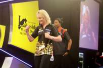 Lakeside BDO Darts 9 Jan 2016 - Alan Meeks 32